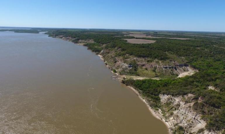 250 has frente a barrancas del Río Paraná